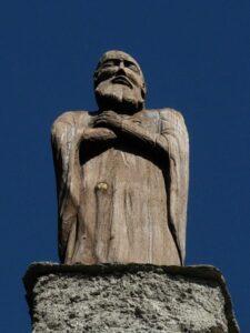 Statua lignea sulla cappella di Saint-Evence - Foto di Gian Mario Navillod.