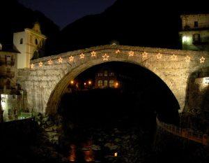 Pont-Saint-Martin il ponte romano la sera - Foto di Gian Mario Navillod.