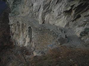 Ru Pan Perdu di Châtillon: archi di sostegno - Foto di Gian Mario Navillod.
