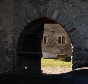 Entrata della casaforte di Povil (Quart) – Foto di Gian Mario Navillod.