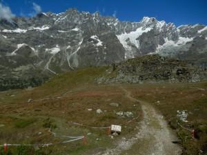 Sterrata per il Bec Pio Merlo,  pista di Downhill e Grandes Murailles - Foto di Gian Mario Navillod.