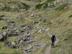 Ciclisti sul sentiero tra Grauson Vieux e Pralognan - Foto di Gian Mario Navillod.