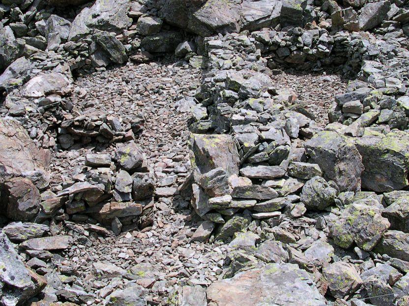 I muri delle capanne del villaggio dei Salassi di La Magdeleine – Foto di Gian Mario Navillod.