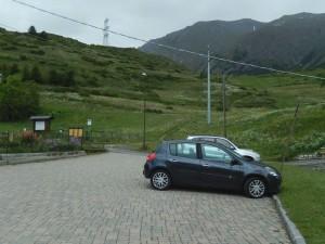 Parcheggio di Gimillan e inizio del sentiero per il Bivacco Glarey Muggia - Foto di Gian Mario Navillod.