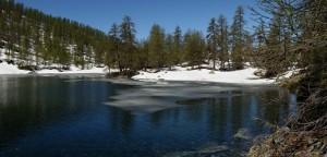 Disgelo al lago di Charey (La Magdeleine) – Foto di Gian Mario Navillod.