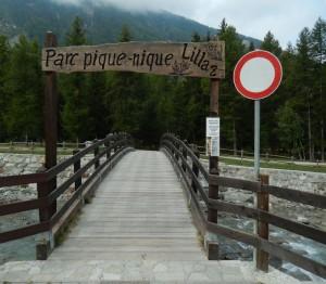 Ponte di accesso in legno all'area pic-nic di Lillaz - Foto di Gian Mario Navillod.