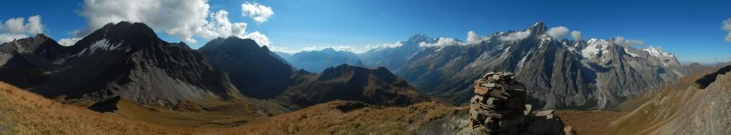 Panorama dall'antecima della Tête-Entre-Deux-Sex - Foto di Gian Mario Navillod.
