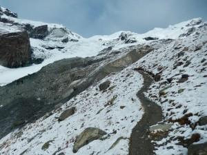 Prima neve sul sentiero per il Rifugio Mezzalama - Foto di Gian Mario Navillod.
