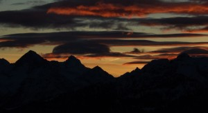 Tramonto sulla pista per le ciaspole del Tour di Mande di Valtournenche: la Grivola tra il Monte Emilius e la Becca di Nona - Foto di Gian Mario Navillod.