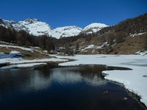 Presa della centralina idroelettrica di Torgnon e punta Cian/Tsan - Foto di Gian Mario Navillod.