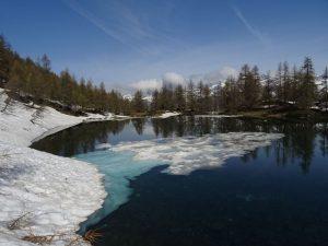 Lago di Charey al disgelo - 26 maggio 2018 - Foto di Gian Mario Navillod.