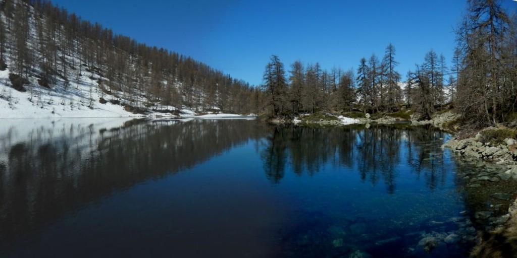 Disgelo al Lago Charey di La Magdeleine - Foto di Gian Mario Navillod.