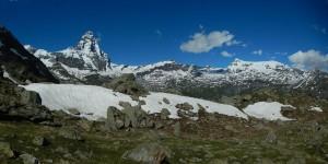 Cervino e ultimi nevai del sentiero per il Rifugio Bobba - Foto di Gian Mario Navillod.