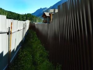 Inizio del sentiero per il Rifugio Bobba - parte protetta - Foto di Gian Mario Navillod.