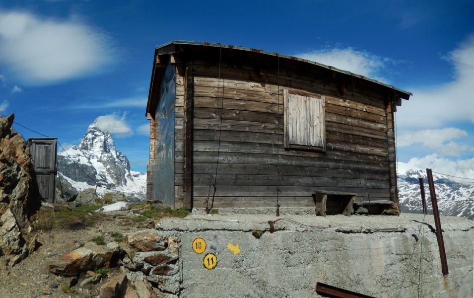 Il Rifugio (bivacco) Bobba detto anche Rifugio des Jumeaux a Valtournenche- Foto di Gian Mario Navillod.