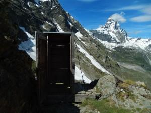 WC del Rifugio (bivacco) Bobba detto anche Rifugio des Jumeaux a Valtournenche- Foto di Gian Mario Navillod.