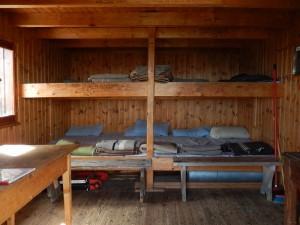 Cuccette del Rifugio (bivacco) Bobba detto anche Rifugio des Jumeaux a Valtournenche- Foto di Gian Mario Navillod.