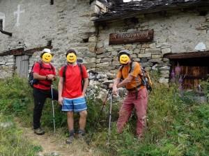 Toponimo curioso lungo l'Altavia 1 della Valle d'Aosta - Elaborazione grafica di Marco Brancolini - Foto di Gian Mario Navillod.