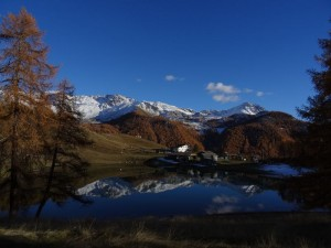 Lago Lod di Chamois in ottobre - Foto di Gian Mario Navillod.