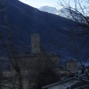 Castello di Sarre fotografato dal treno Aosta Pré-Saint-Didier - Foto di Gian Mario Navillod.