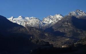 Chatel Argent e ghiacciaio dello Chateau Blanc fotografati dal treno Aosta Pré-Saint-Didier - Foto di Gian Mario Navillod.