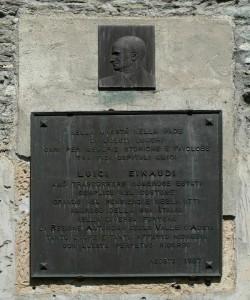 Targa dedicata a Luigi Einaudi a Casa Farinet, Ollomont - Foto di Gian Mario Navillod.