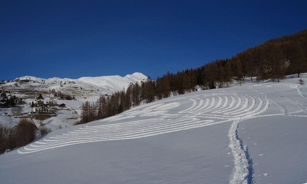 Il labirinto tracciato sulla neve l'8 marzo 2016 a Chamois - Foto di Gian Mario Navillod.