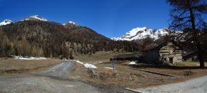 L'Alpe Champcombre sulla strada per i Rifugio Magià di Saint-Barthélemy - Foto di Gian Mario Navillod.