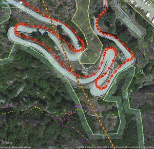Esempio di foto aerea georeferenziata: la strada di accesso al forte di Bard secondo Bing.