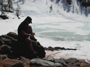 Disgelo al lago Charey di La Magdeleine - aprile 2011 - Foto di Gian Mario Navillod.