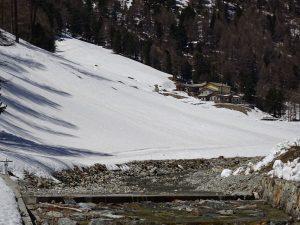 Ultima neve al Rifugio Magià di Nus - Foto di Gian Mario Navillod.