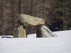 Il dolmen del Rifugio Magià di Nus.