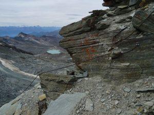 Cavo di sicurezza sulla cresta est del Corno del Teodulo - Foto di Gian Mario Navillod.