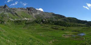 La dolina di Cleva Bella di Chamois e la Grand Dent - Foto di Gian Mario Navillod.