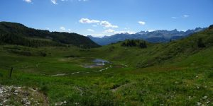 La dolina di Cleva Bella di Chamois con sullo sfondo la Becca di Luseney - Foto di Gian Mario Navillod.