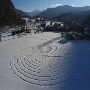Panorama della piana di Antey con il labirinto di Celestino - Foto di Gian Mario Navillod.