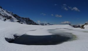 Disgelo al Lago Champlong - Foto di Gian Mario Navillod.