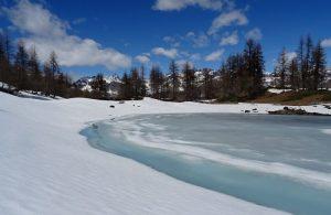 Disgelo al Lago Charey - Foto di Gian Mario Navillod.