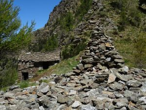 Ometto (cairn) al Col Finestra di Perloz - Foto di Gian Mario Navillod.