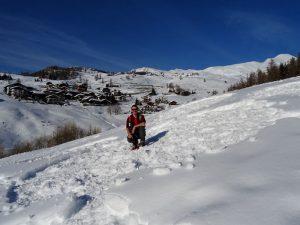 Il cuore del labirinto dell'8 marzo 2018 a Chamois e la guida AIGAE Gian Mario Navillod.