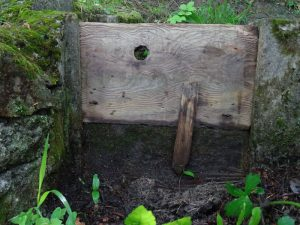 Paratoia in legno del Ru de Jayer - Foto di Gian Mario Navillod.