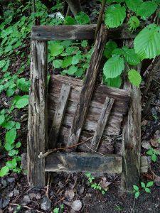 Vecchia paratoia in legno del Ru de Jayer - Foto di Gian Mario Navillod.