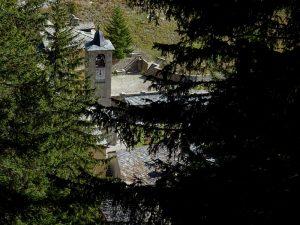 Il campanile di Saint-Rhémy dal Ru des Barmes - Foto di Gian Mario Navillod.