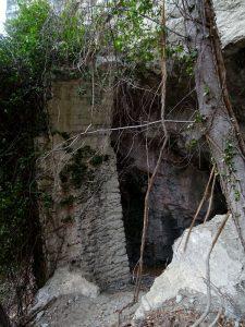Pilastro in muratura del Ru Marseiller (sezione circa 2,2*2.6 m) - Foto di Gian Mario Navillod.