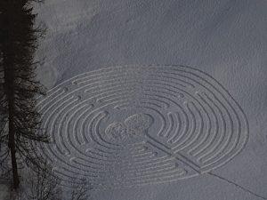 Il labirinto di San Valentino 2021 a Chamois - Foto di Gian Mario Navillod.