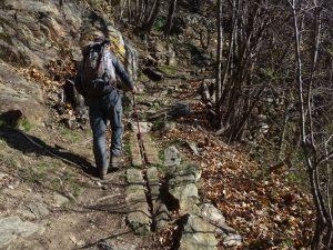 Ru scolpito nella roccia lungo l'Altavia1 (trail_visibility=excellent- sac_scale=mountain_hiking) - Foto di GiRu scolpito nella roccia lungo l'Altavia1 (trail_visibility = excellent - sac_scale = mountain_hiking) - Foto di Gian Mario Navillod.an Mario Navillod.
