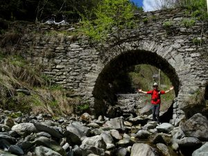 Ponte acquedotto sul Ru Crépellaz di Quart - Foto di Gian Mario Navillod.
