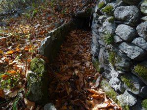 Alveo abbandonato del Ru Châtaigne a Pont-Bozet - Foto di Gian Mario Navillod.