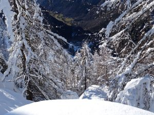 Il belvedere di Chamois con la neve e la piana di Antey-Saint-André senza - Foto di Gian Mario Navillod.