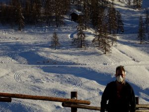 Il labirinto di Natale 2020di Natale e la guida ambientale André Navillod - Foto di Gian Mario Navillod.